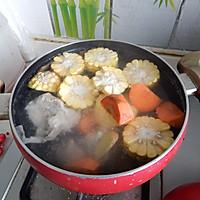 胡萝卜玉米排骨汤的做法图解7
