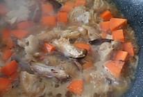香菇鸡腿焖饭的做法