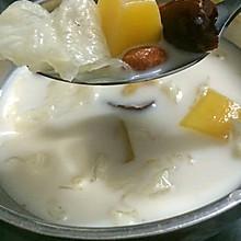 木瓜银耳牛奶炖红枣杞子一