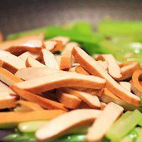 芹菜炒香干-迷迭香的做法图解6