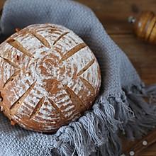 黑全麦核桃乡村面包