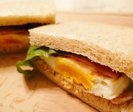 金枪鱼蛋土司,元气满满的一天从早餐开始的做法