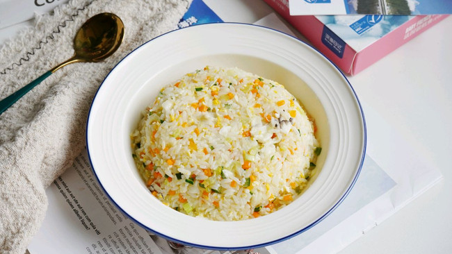 巨简单的时蔬鳕鱼炒饭的做法