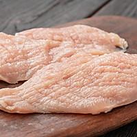 日食记 | 嫩煎鸡胸肉的做法图解1