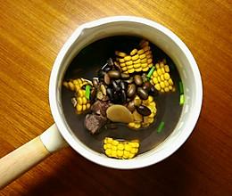 黑豆玉米排骨汤 ‖ 浓浓的黑心汤的做法