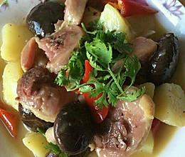 腊鸡腿炖土豆的做法