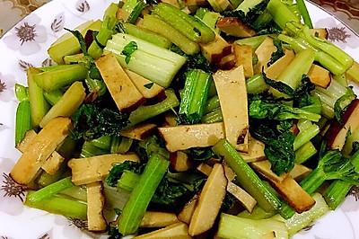 熏干炒芹菜