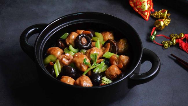 #钟于经典传统味# 香菇虾米焖鱼丸的做法