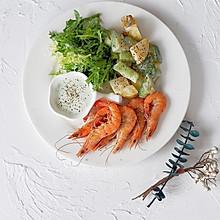 铸铁锅焖杂蔬鲜虾配薄荷酸奶酱
