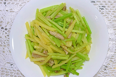 【家常菜】芹菜炒土豆丝