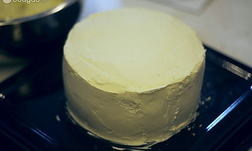 奶油蛋糕简易抹平方法的做法