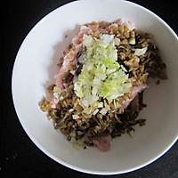 榨菜鲜肉锅贴的做法图解3