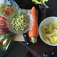 腊味菠萝鸡丁焖饭的做法图解1