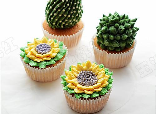 多肉植物和向日葵纸杯蛋糕的做法