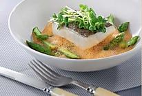 芦笋鳕鱼柳伴虾泡沫汁的做法