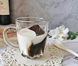#夏日消暑,非它莫属#夏日冰爽黑白配-咖啡冻撞奶的做法