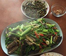 蒜苔炒黄鳝鱼的做法