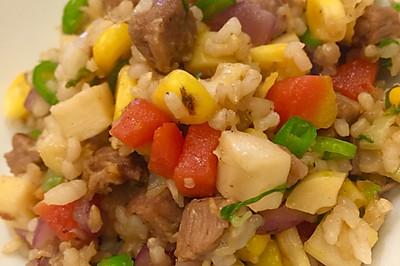 糙米牛肉蔬菜拌饭。