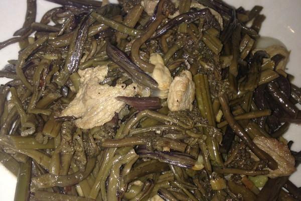 蕨菜炒肉的做法