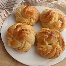 升级版淡奶油椰蓉面包