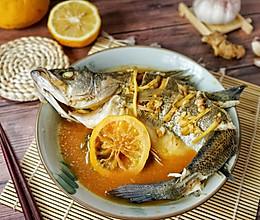 #秋天怎么吃#这样蒸鲈鱼,鲜而不腥抢着吃的做法
