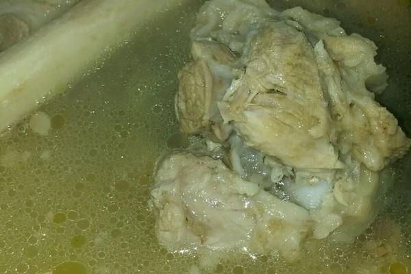 大骨头滋补汤的做法