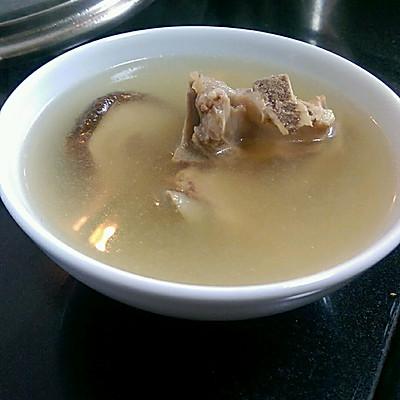 广东老火汤 五指毛桃淮山茯苓薏米排骨汤