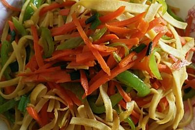 青椒胡萝卜炒千张丝