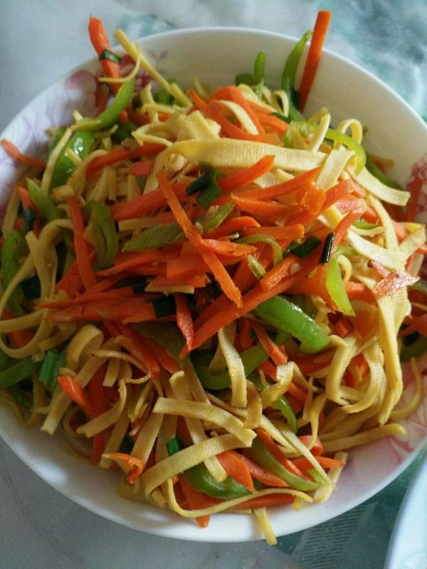 青椒胡萝卜炒千张丝的做法