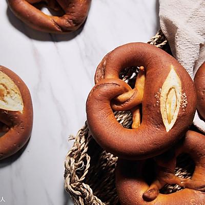 在家也能做德国著名面包:碱水面包