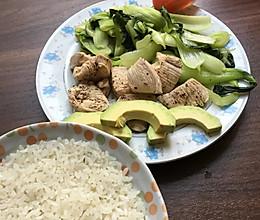 健身快手一个人的-水煮鸡胸肉及其配菜的做法