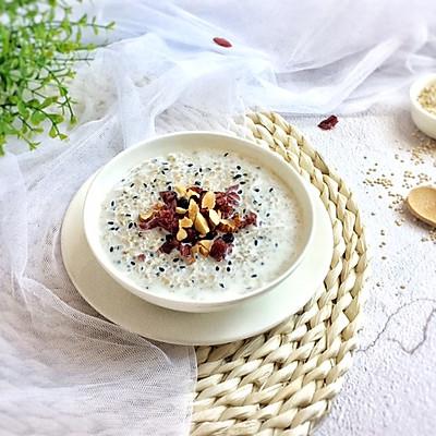 藜麦燕麦牛奶粥