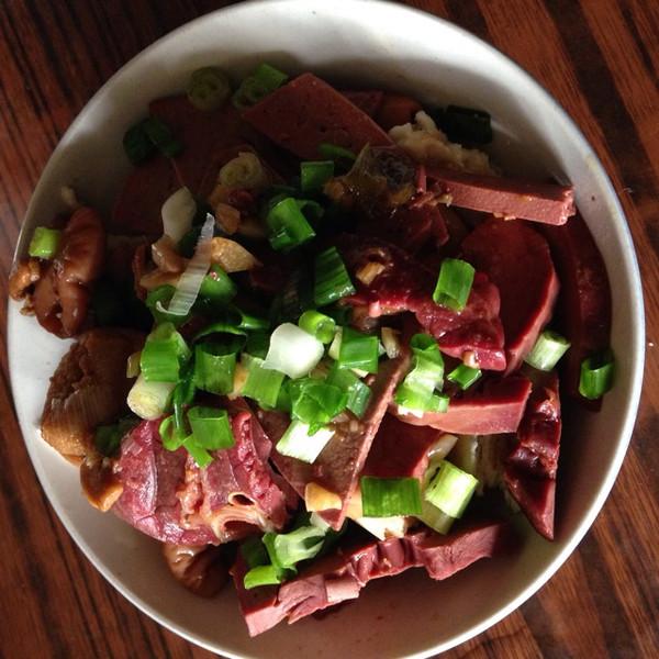 老北京风味小吃  卤煮火烧