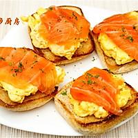 曼步厨房 - 快手早餐 - 烟熏三文鱼鸡蛋三明治的做法图解8