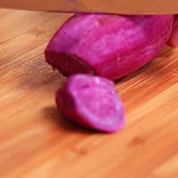 山药紫薯粥—迷迭香的做法图解2