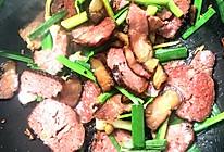 芹菜蒜苗腊肉炒猪血丸子的做法