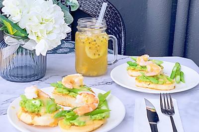 #美食新势力# 香蛋馒头鲜虾沙拉