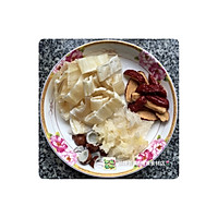 海椰皇花胶炖奶的做法图解3