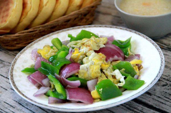 青椒洋葱炒鸡蛋的做法