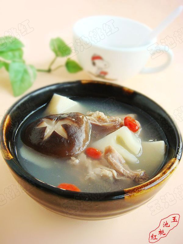 香菇春笋煲鸡汤的做法