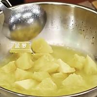 《回家吃饭》菠萝咕咾虾球的做法图解6