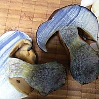 蒜片爆炒牛肝菌的做法图解5