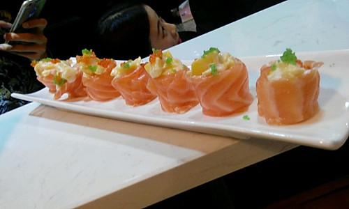 三文鱼芒果寿司的做法