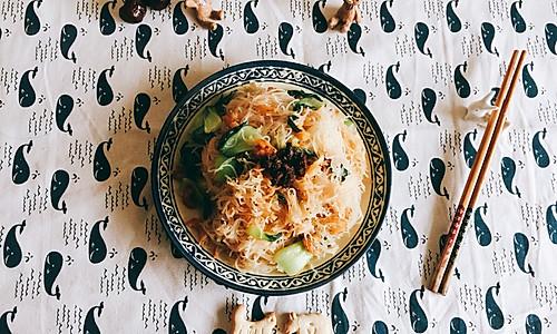 青菜虾仁炒米粉的做法