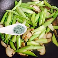 #一人一道拿手菜#芦笋炒蘑菇的做法图解10
