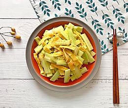 凉拌鸡蛋黄瓜片的做法