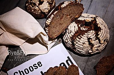 用法国师傅的手法来做德式面包-66%黑麦核桃无花果