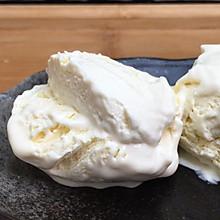 香草冰淇淋,超简单零失败,丝滑口感加上浓浓的奶香味。