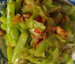 三椒炒脆莴笋、皮的做法