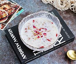 顺滑好喝,抗燥滋润的银耳桃胶牛奶羹的做法